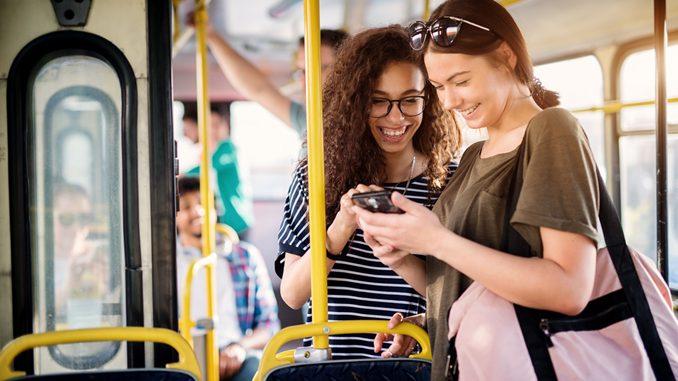 Студенты в общественном транспорте