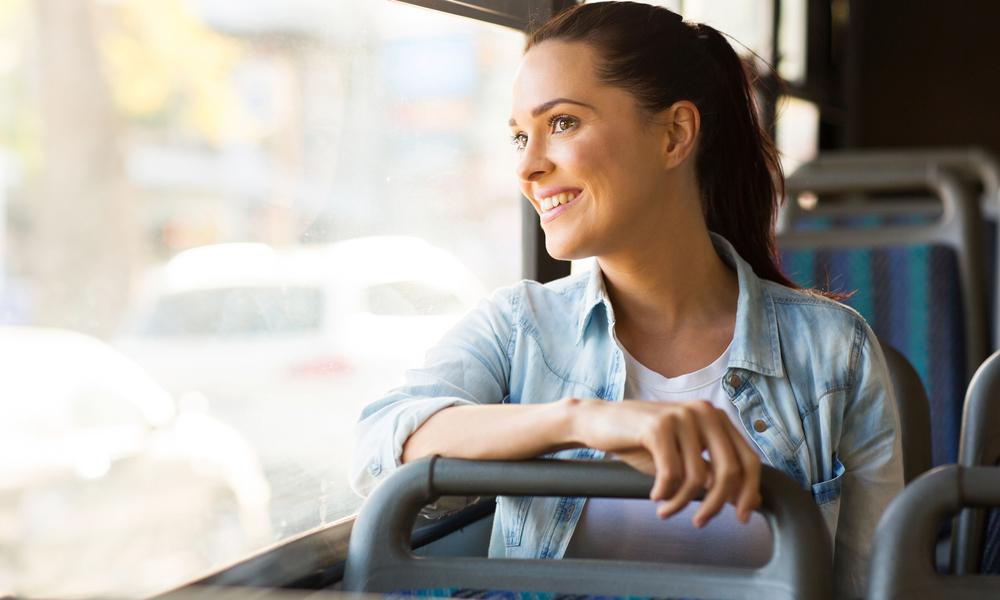 Студентка в автобусе